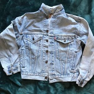 Preowned Levi Jacket M just enough wear on it